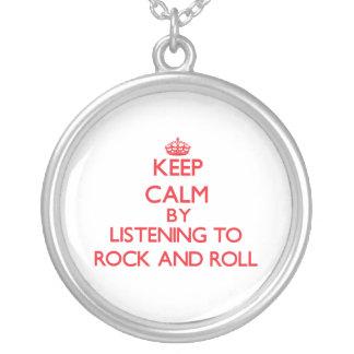 Guarde la calma escuchando el ROCK-AND-ROLL Pendiente Personalizado