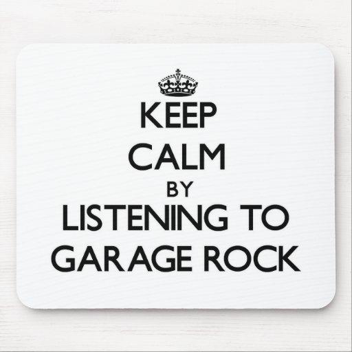 Guarde la calma escuchando la ROCA del GARAJE Tapetes De Raton