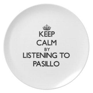 Guarde la calma escuchando PASILLO Plato De Comida