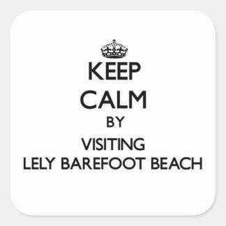 Guarde la calma por Lely que visita descalzo para Calcomanías Cuadradas Personalizadas