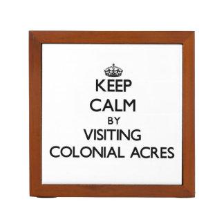 Guarde la calma por los acres coloniales que visit