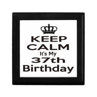 Guarde la calma que es mi 37.o cumpleaños joyero cuadrado pequeño