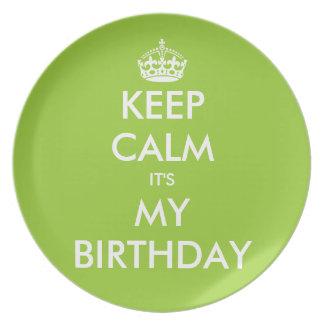 Guarde la calma que es mis placas del cumpleaños e plato