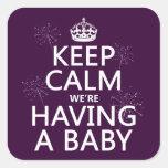 Guarde la calma que estamos teniendo un bebé (en pegatinas cuadradas