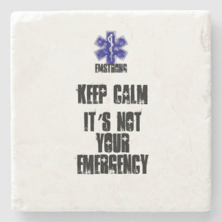 Guarde la calma que no es su emergencia posavasos de piedra