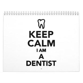 Guarde la calma que soy dentista calendario de pared