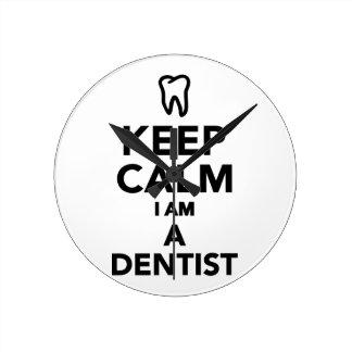 Guarde la calma que soy dentista relojes de pared