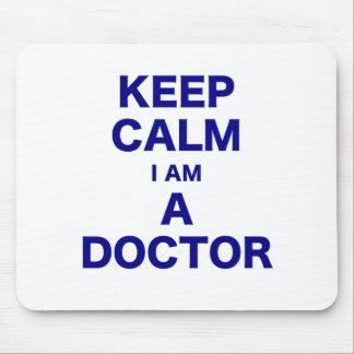 Guarde la calma que soy doctor tapete de ratón