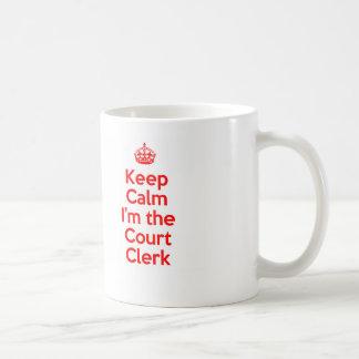Guarde la calma que soy el alguacil en rojo taza clásica