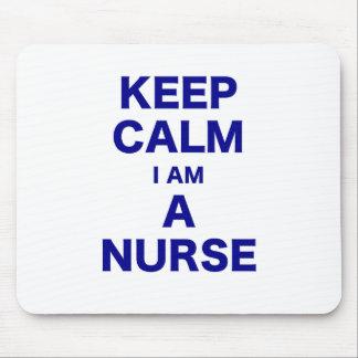Guarde la calma que soy enfermera tapetes de ratón