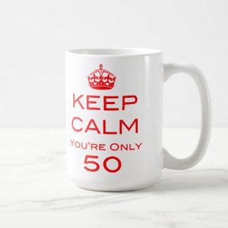 Guarde la calma que usted es taza de solamente 50