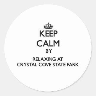 Guarde la calma relajándose en el parque de estado pegatina redonda