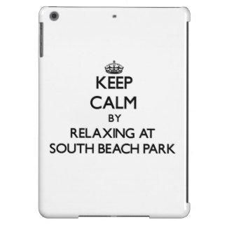 Guarde la calma relajándose en el parque del sur l