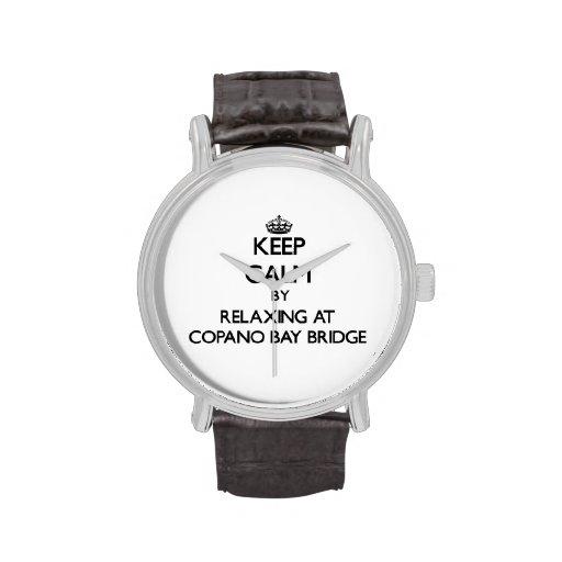 Guarde la calma relajándose en el puente Tejas de  Relojes