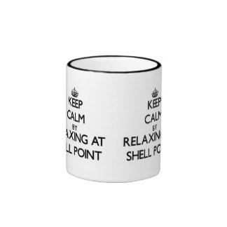 Guarde la calma relajándose en el punto taza a dos colores