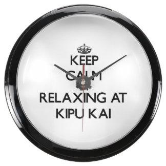 Guarde la calma relajándose en Kipu Kai Hawaii Reloj Aqua Clock