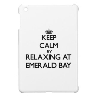 Guarde la calma relajándose en la bahía esmeralda