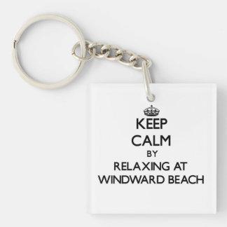 Guarde la calma relajándose en la playa de llavero cuadrado acrílico a una cara
