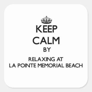 Guarde la calma relajándose en la playa del pegatina cuadrada