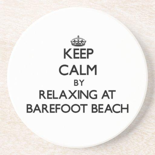 Guarde la calma relajándose en la playa descalza l posavasos personalizados