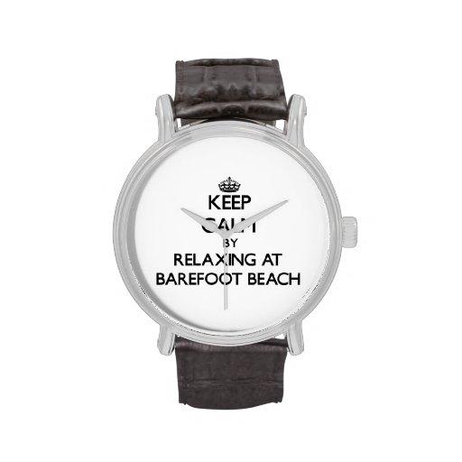 Guarde la calma relajándose en la playa descalza l relojes