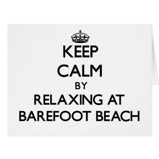 Guarde la calma relajándose en la playa descalza l tarjetas