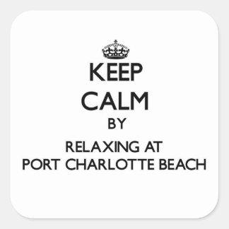Guarde la calma relajándose en la playa Flor de Calcomanías Cuadradass