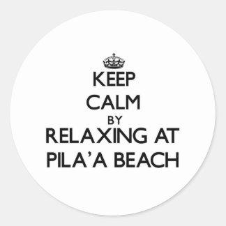 Guarde la calma relajándose en la playa Hawaii de