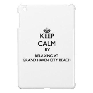 Guarde la calma relajándose en la playa magnífica