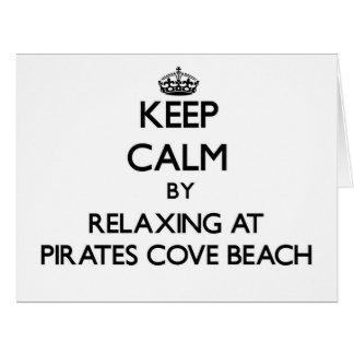 Guarde la calma relajándose en la playa nueva ha d