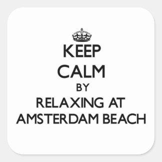 Guarde la calma relajándose en la playa Wisconsin Calcomanías Cuadradas Personalizadas