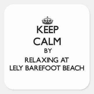 Guarde la calma relajándose en Lely descalzo para Calcomania Cuadradas Personalizada