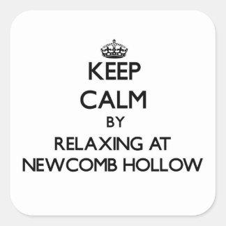 Guarde la calma relajándose en Newcomb Massachuse Pegatina Cuadrada