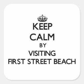 Guarde la calma visitando la primera playa pegatina cuadrada