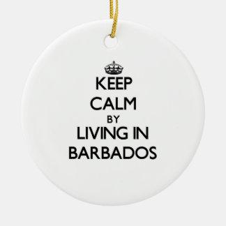 Guarde la calma viviendo en Barbados Adorno Navideño Redondo De Cerámica