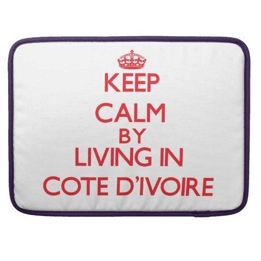 Guarde la calma viviendo en Cote D'Ivoire Funda Para Macbooks