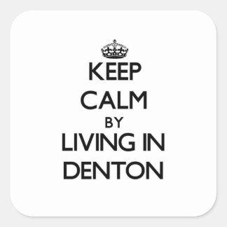 Guarde la calma viviendo en Denton Pegatina Cuadrada