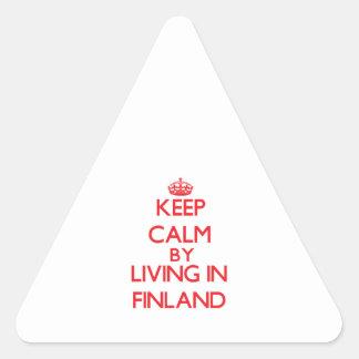 Guarde la calma viviendo en Finlandia Calcomania De Trianguladas