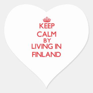 Guarde la calma viviendo en Finlandia Calcomanía De Corazón Personalizadas