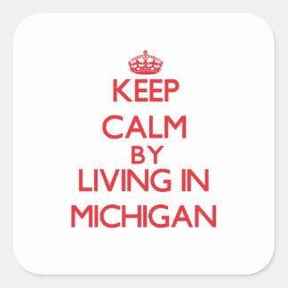 Guarde la calma viviendo en Michigan Pegatina Cuadrada