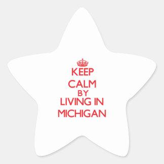 Guarde la calma viviendo en Michigan Pegatina En Forma De Estrella