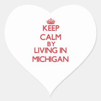 Guarde la calma viviendo en Michigan Pegatina En Forma De Corazón