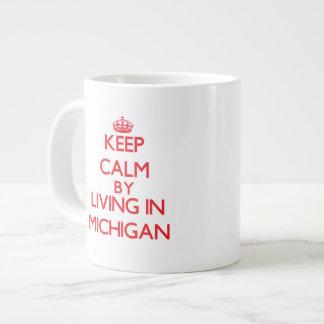 Guarde la calma viviendo en Michigan Taza Grande