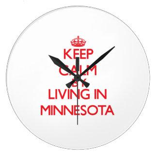 Guarde la calma viviendo en Minnesota Relojes De Pared