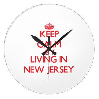 Guarde la calma viviendo en New Jersey Reloj De Pared
