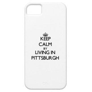 Guarde la calma viviendo en Pittsburgh iPhone 5 Case-Mate Cobertura