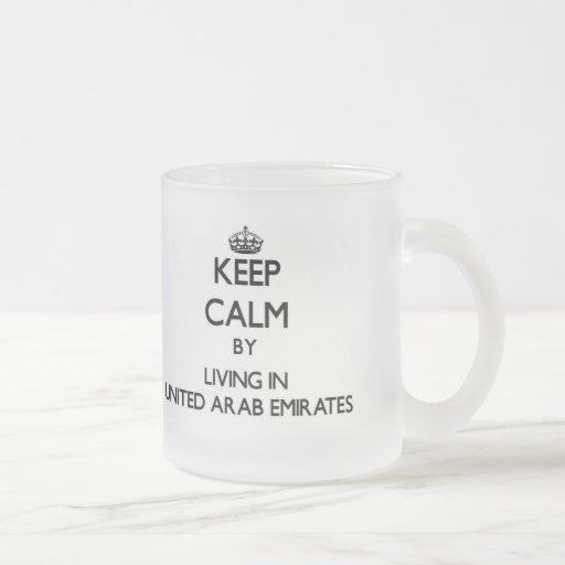 Guarde la calma viviendo en United Arab Emirates Taza Cristal Mate