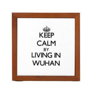 Guarde la calma viviendo en Wuhan Organizador De Escritorio
