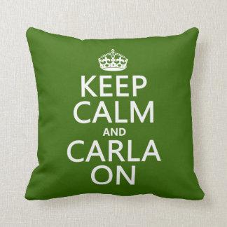 Guarde la calma y a Carla encendido - cualquier co Almohada