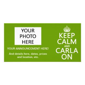 Guarde la calma y a Carla encendido - cualquier co Tarjeta Fotografica